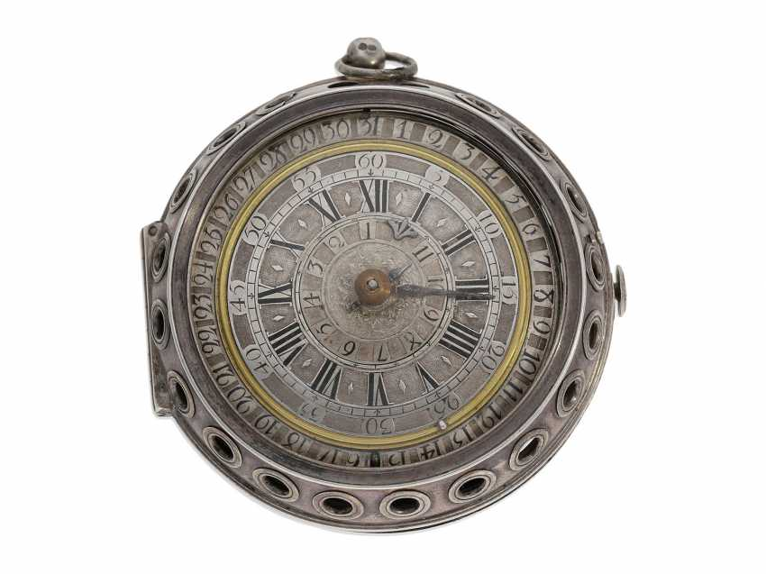 Pocket watch: extremely rare, museale pocket watch with Alarm and a rotating date display via a worm drive, Terroux (François), A Geneva, circa 1690 - photo 1