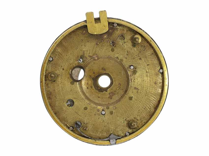 Pocket watch: extremely rare, museale pocket watch with Alarm and a rotating date display via a worm drive, Terroux (François), A Geneva, circa 1690 - photo 4