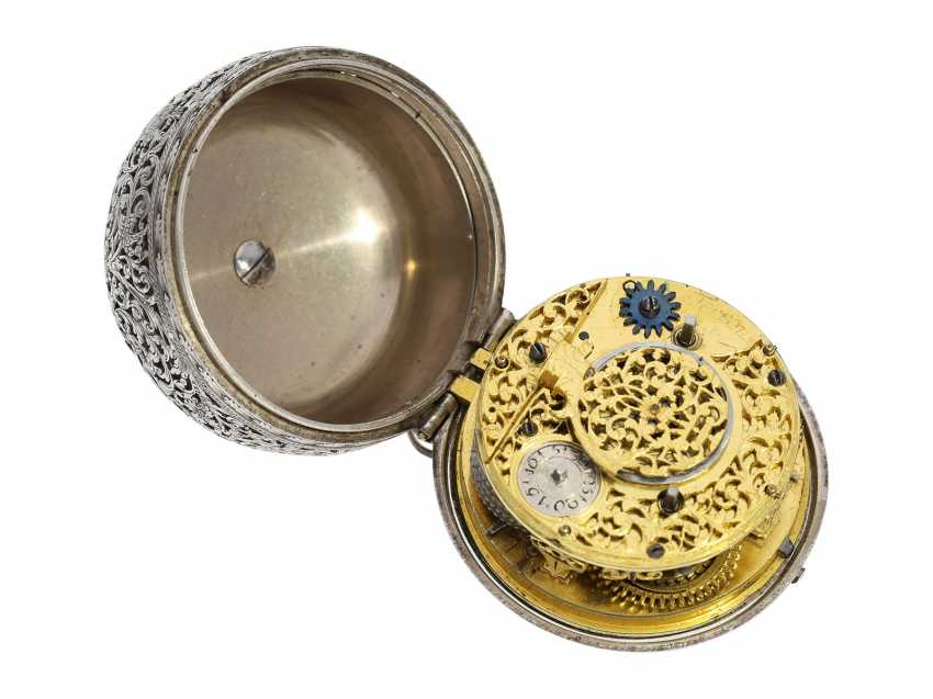 Pocket watch: extremely rare, museale pocket watch with Alarm and a rotating date display via a worm drive, Terroux (François), A Geneva, circa 1690 - photo 6