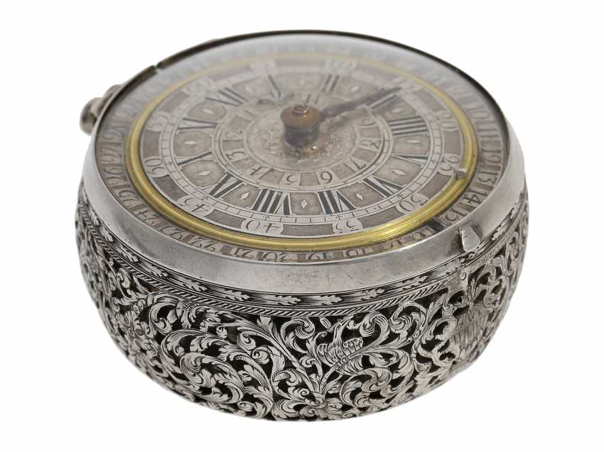Pocket watch: extremely rare, museale pocket watch with Alarm and a rotating date display via a worm drive, Terroux (François), A Geneva, circa 1690 - photo 9