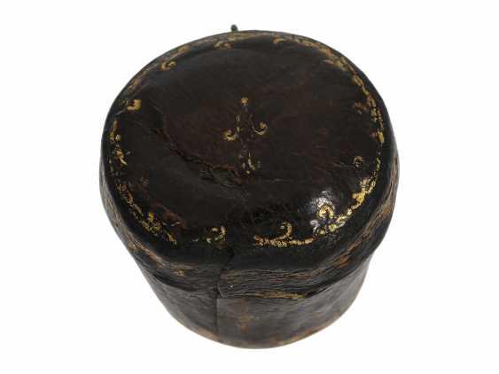 Ring watch: Museum Golden ring watch with diamond trim, Louis XV-dial, original box and original key, Paris, around 1780 - photo 7