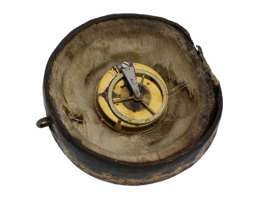 Ring watch: Museum Golden ring watch with diamond trim, Louis XV-dial, original box and original key, Paris, around 1780 - photo 9