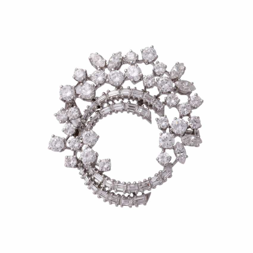 Fine jewel brooch set with diamonds, together approx 6.1 ct - photo 1