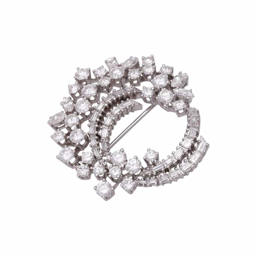 Fine jewel brooch set with diamonds, together approx 6.1 ct - photo 4