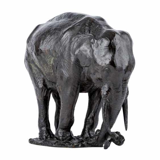 "Here, Holtz, GUSTAV ADOLPHE (here, too, wood, 1877-1948), ""elephant"", - photo 1"