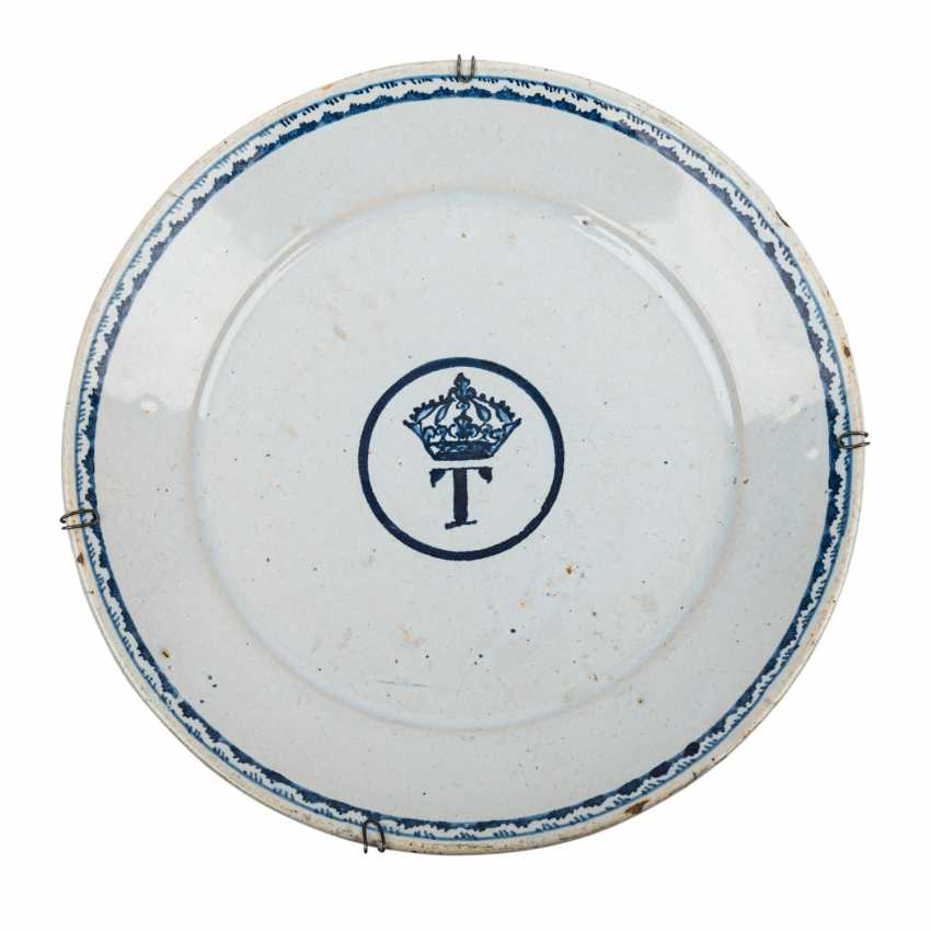 Majolica approximately 18. Of - the-century plate from nobility possession, lapel - photo 1
