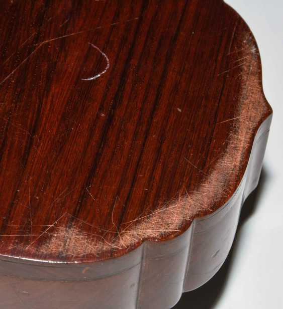 Jade plaque on lid of box - photo 5