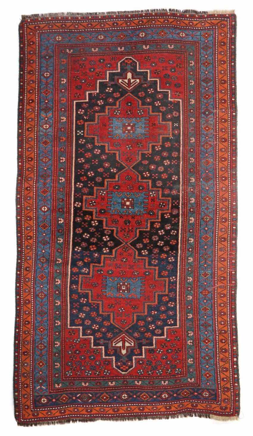Carpet with 3 getreppten medallions Caucasus/Northwest Persia, - photo 1