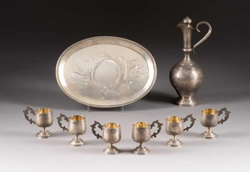 DECANTER WITH STOPPER AND SIX TSCHARKI ON TABLET - photo 1