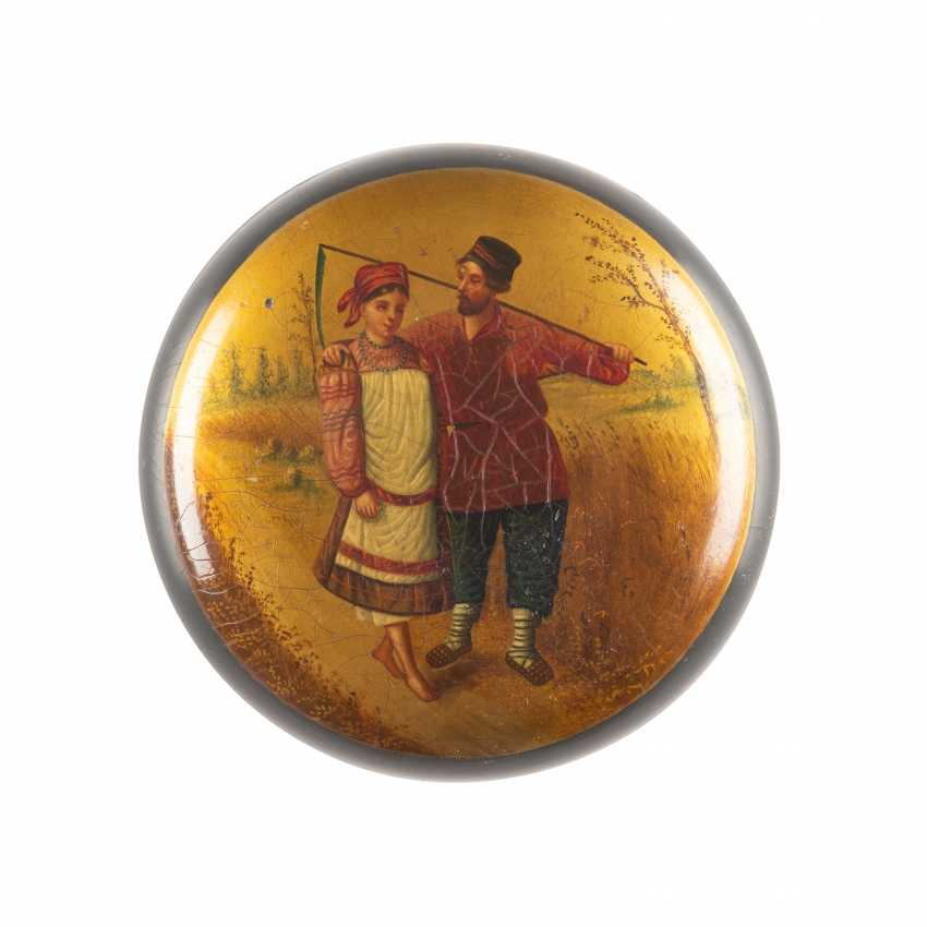 LACQUER BOX WITH PEASANT COUPLE - photo 1