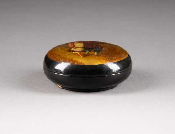 LACQUER BOX WITH PEASANT COUPLE - photo 2