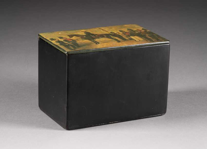 LACQUER BOX WITH MILITARY SCENE - photo 2