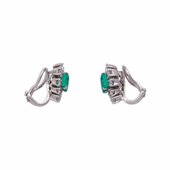 Clip-on earrings with 18 brilliant-cut diamonds, together CA. 1 ct, - photo 2