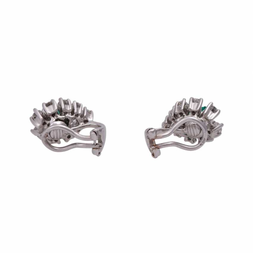 Clip-on earrings with 18 brilliant-cut diamonds, together CA. 1 ct, - photo 4