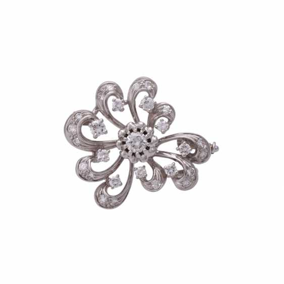 Brooch with brilliant-cut diamonds, together approx 0,7 ct, - photo 1