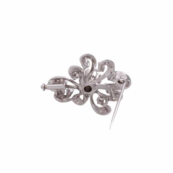 Brooch with brilliant-cut diamonds, together approx 0,7 ct, - photo 3
