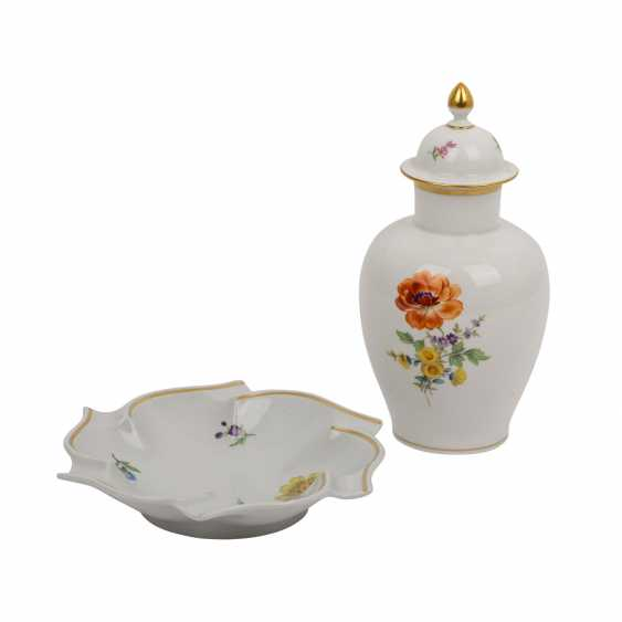 MEISSEN lidded vase and bowl 'German flower', 1. and 2. Choice, 20. Century. - photo 1