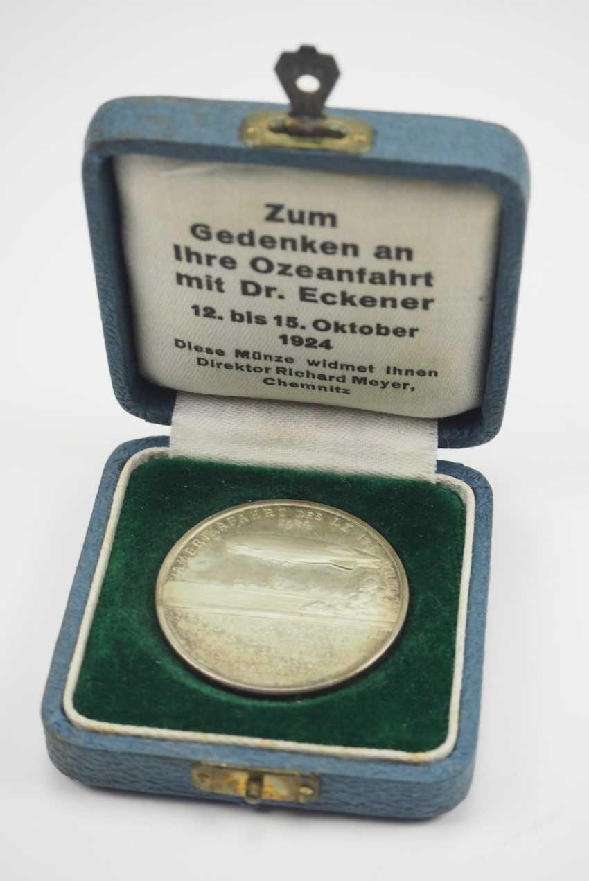 Zepplin: silver medal, on the ocean journey with Dr. Eckener in 1924, in a case. - photo 1
