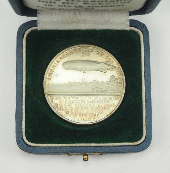 Zepplin: silver medal, on the ocean journey with Dr. Eckener in 1924, in a case. - photo 2