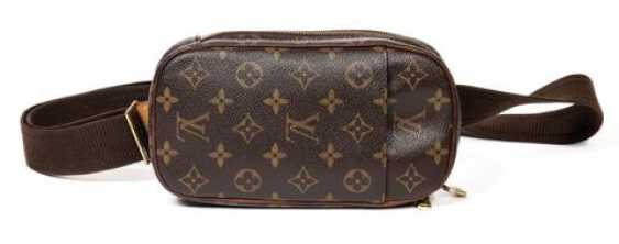 Louis Vuitton Shoulder Bag - photo 2