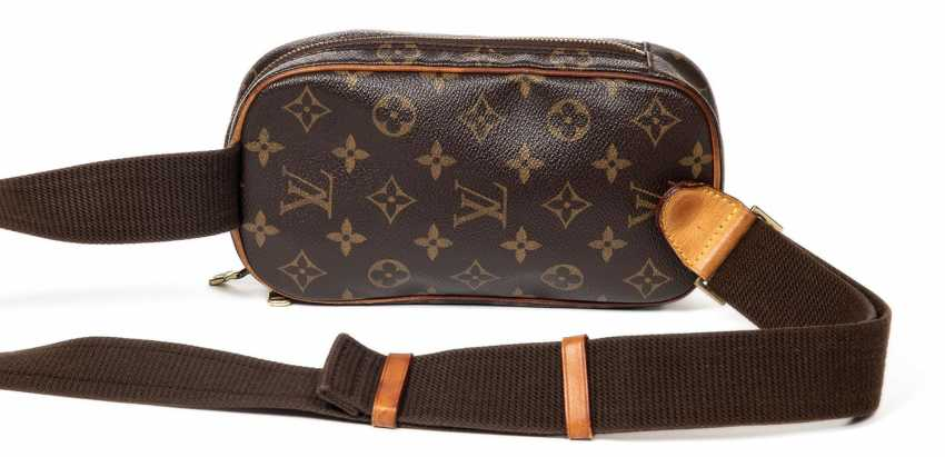 Louis Vuitton Shoulder Bag - photo 4