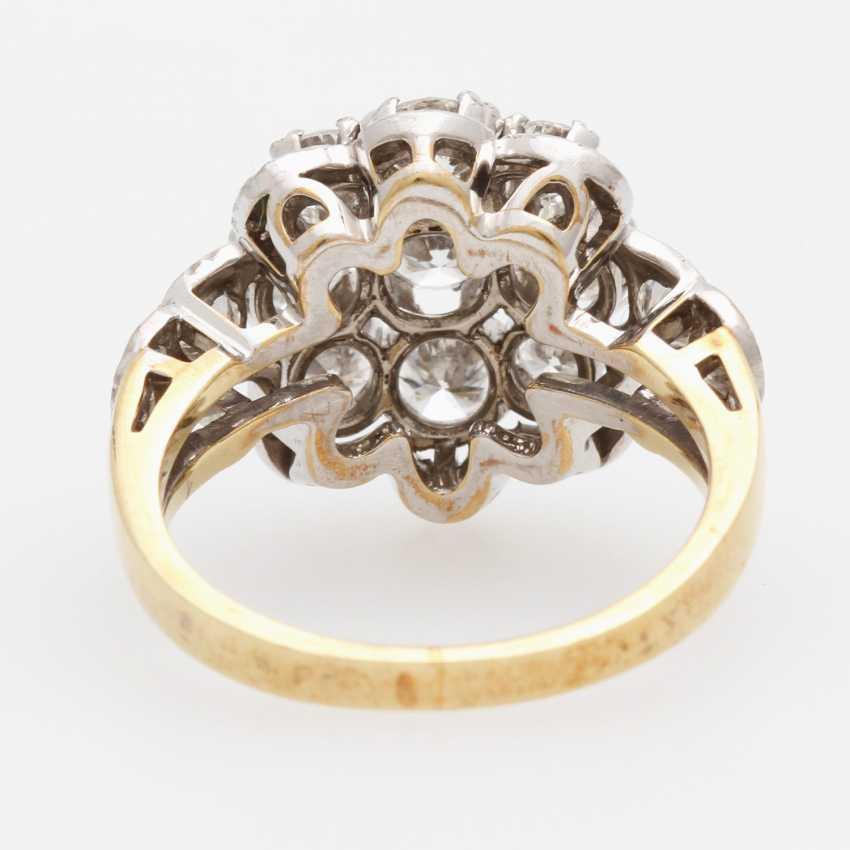 Ladies ring m. Diam occupied.-Brilliant