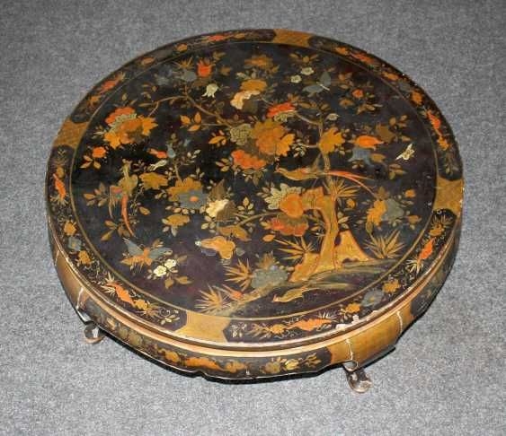 Lacquer table with Chinoiserie - photo 1