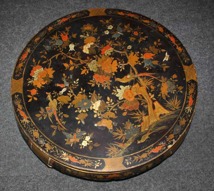 Lacquer table with Chinoiserie - photo 3