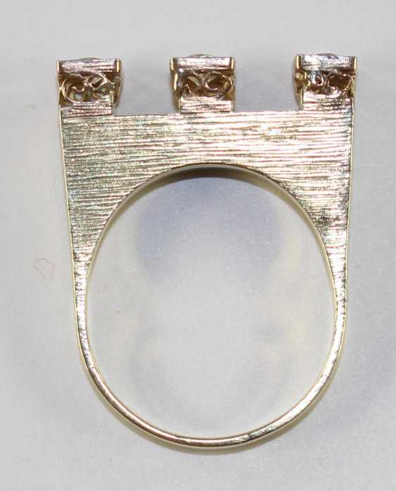 Ring Crown With 3 Diamonds - photo 3