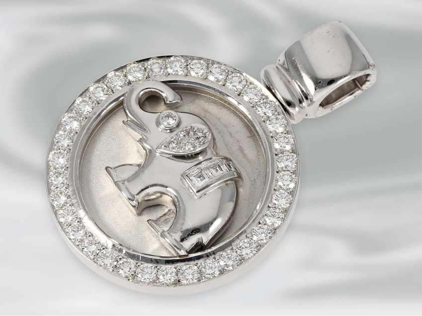 Pendant: white Golden diamond pendant clip with elephant motif, approx 1,06 ct, 18K white Gold, unworn, brand Laudier, NP lt. Label 5400€ - photo 2