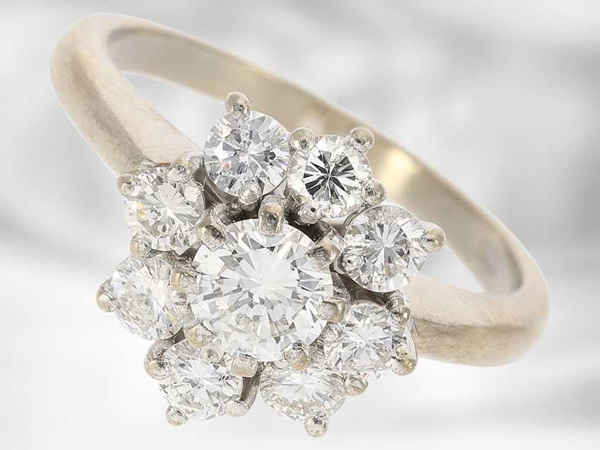 Ring: beautiful vintage diamond/flower ring in 18K white gold, fine brilliant-cut diamonds approximately 1.2 ct, with Expertise - photo 1