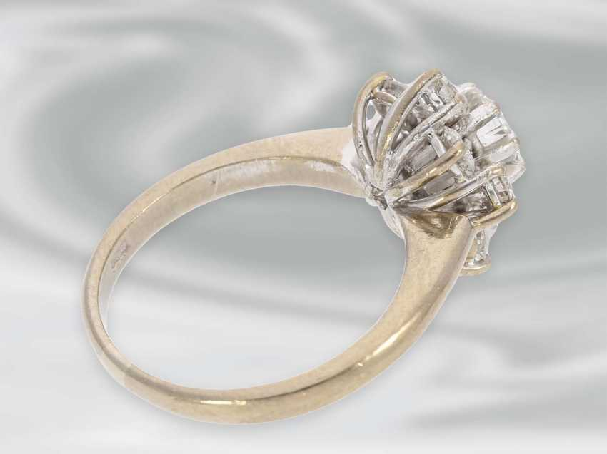 Ring: beautiful vintage diamond/flower ring in 18K white gold, fine brilliant-cut diamonds approximately 1.2 ct, with Expertise - photo 2