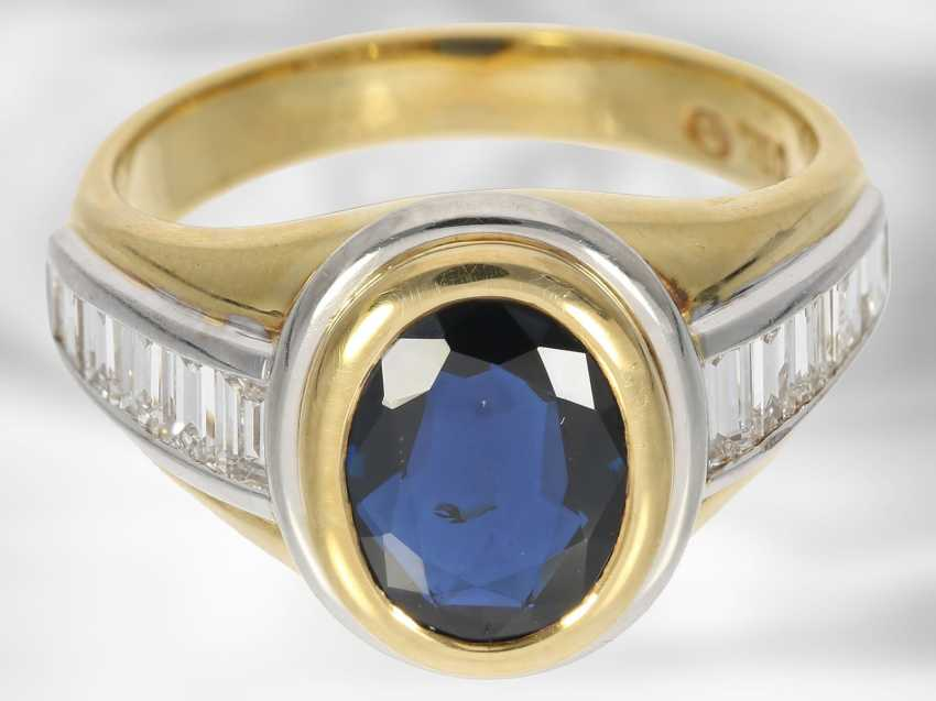 Ring: new classic sapphire ring with diamonds, total approx. 3,48 ct, 18K Gold - photo 2