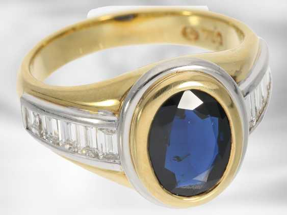 Ring: new classic sapphire ring with diamonds, total approx. 3,48 ct, 18K Gold - photo 3