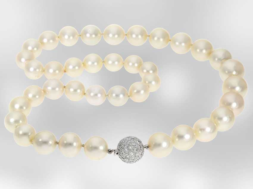 Necklace/Collier: high-quality vintage cultured South sea clasp pearl necklace with a fine, Brilliant, hand-work of the court jeweller and Roesner - photo 1