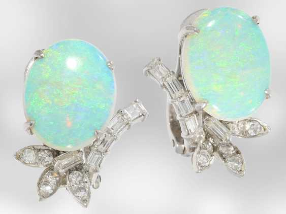 Earrings: decorative, formerly expensive white gold earrings with beautiful opals and diamonds, 18K white gold, vintage hand work of the court jeweller and Roesner - photo 3
