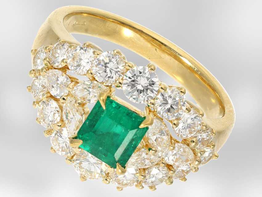 Ring: very beautiful emerald/diamond ring, total approx. 2,34 ct, 18K yellow gold - photo 2
