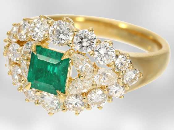 Ring: very beautiful emerald/diamond ring, total approx. 2,34 ct, 18K yellow gold - photo 3