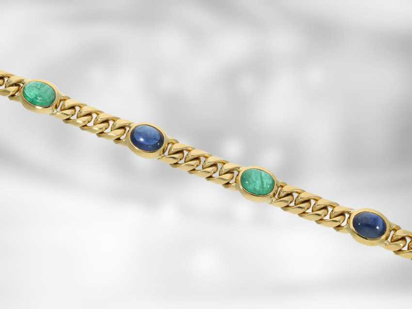 Bracelet: high quality solid chain bracelet, with a fine emerald and sapphire cabochons, total approx. 16,46 ct, 18K yellow gold, the court jeweller Roesner - photo 1