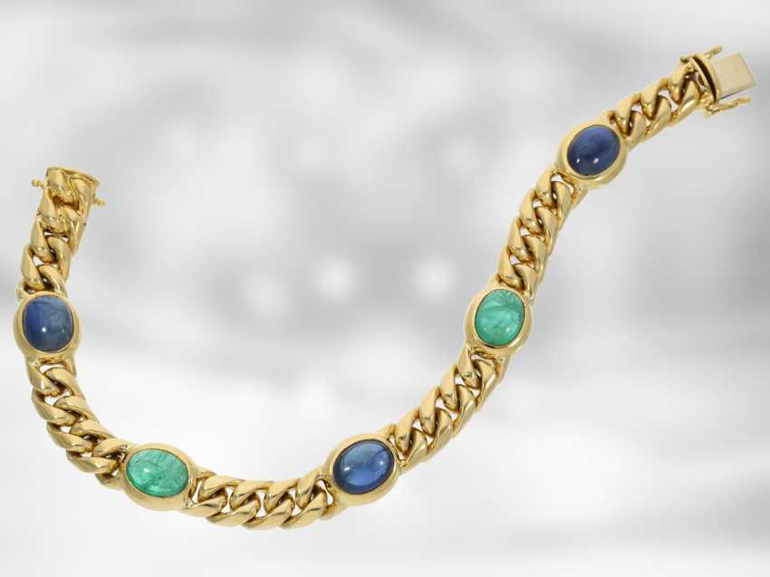 Bracelet: high quality solid chain bracelet, with a fine emerald and sapphire cabochons, total approx. 16,46 ct, 18K yellow gold, the court jeweller Roesner - photo 2