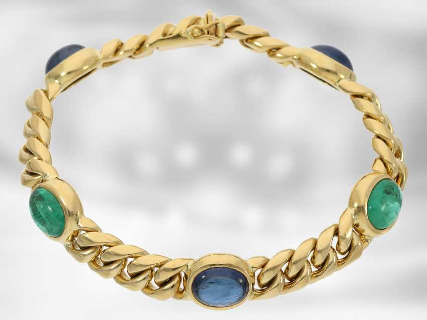 Bracelet: high quality solid chain bracelet, with a fine emerald and sapphire cabochons, total approx. 16,46 ct, 18K yellow gold, the court jeweller Roesner - photo 3