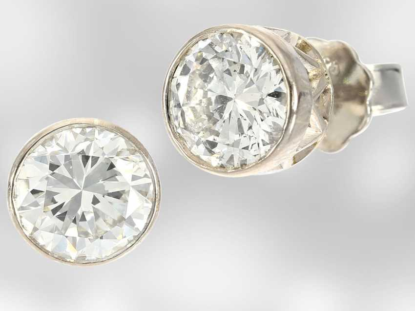 Earrings: high quality platinum stud earrings with brilliant-cut diamonds, together approx 2.6 ct, 950 platinum, hand-work - photo 1