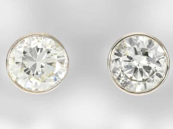 Earrings: high quality platinum stud earrings with brilliant-cut diamonds, together approx 2.6 ct, 950 platinum, hand-work - photo 2