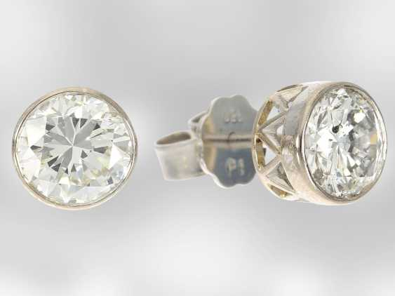 Earrings: high quality platinum stud earrings with brilliant-cut diamonds, together approx 2.6 ct, 950 platinum, hand-work - photo 3