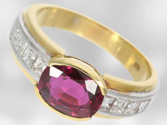 Ring: - value unique ruby ring with diamonds, total approx. 3,53 ct., 18K Yellow/white gold, court jeweller Roesner - photo 1