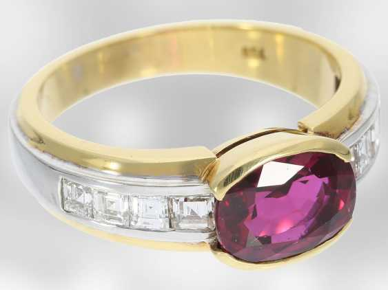 Ring: - value unique ruby ring with diamonds, total approx. 3,53 ct., 18K Yellow/white gold, court jeweller Roesner - photo 2