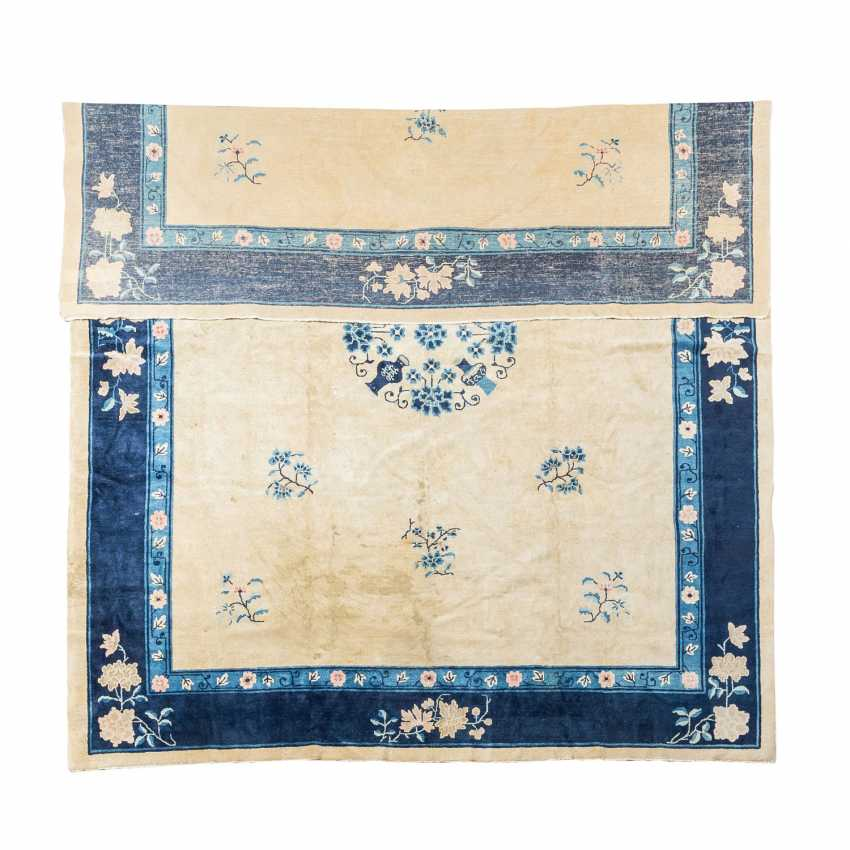 Carpet on the floor. CHINA, 1. Half of the 20. Century, 350x280 cm. - photo 2