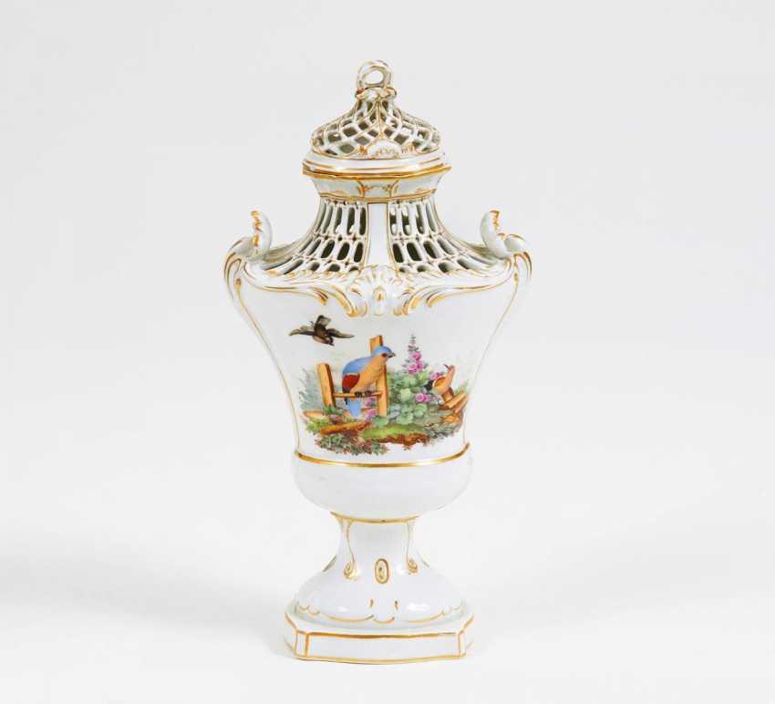 potpourri vase with bird decor lot 804. Black Bedroom Furniture Sets. Home Design Ideas