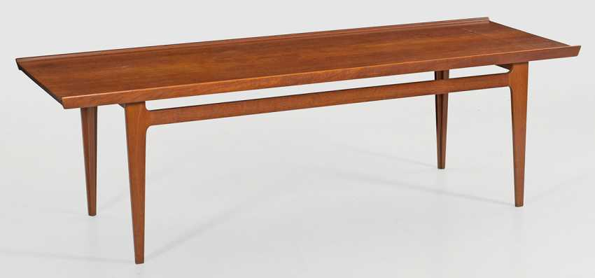 Large Mid-Century coffee table by Finn Juhl - photo 1