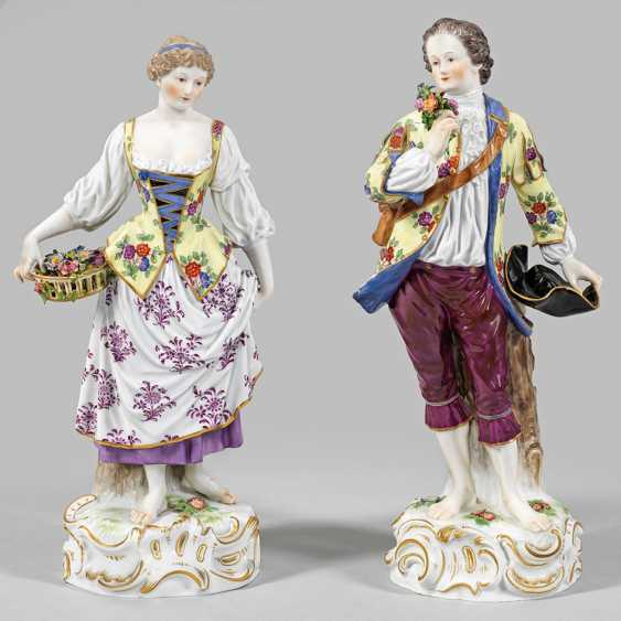 Pair of large gardener figures - photo 1